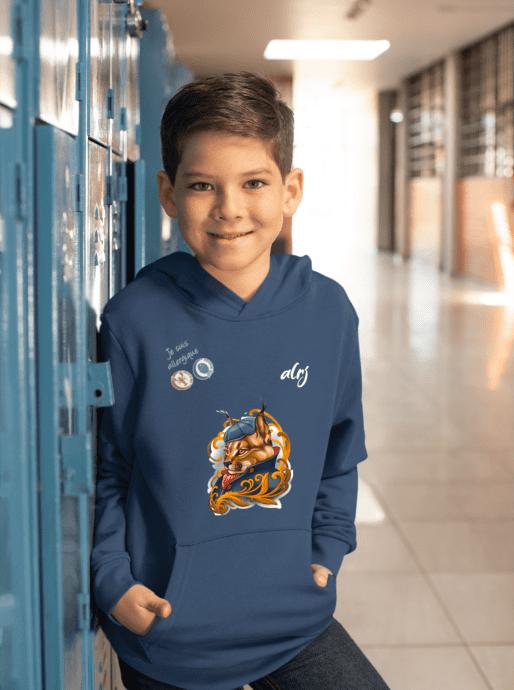 garçon allergique portant un sweatshirt alrj qui annonce ses allergies alimentaires