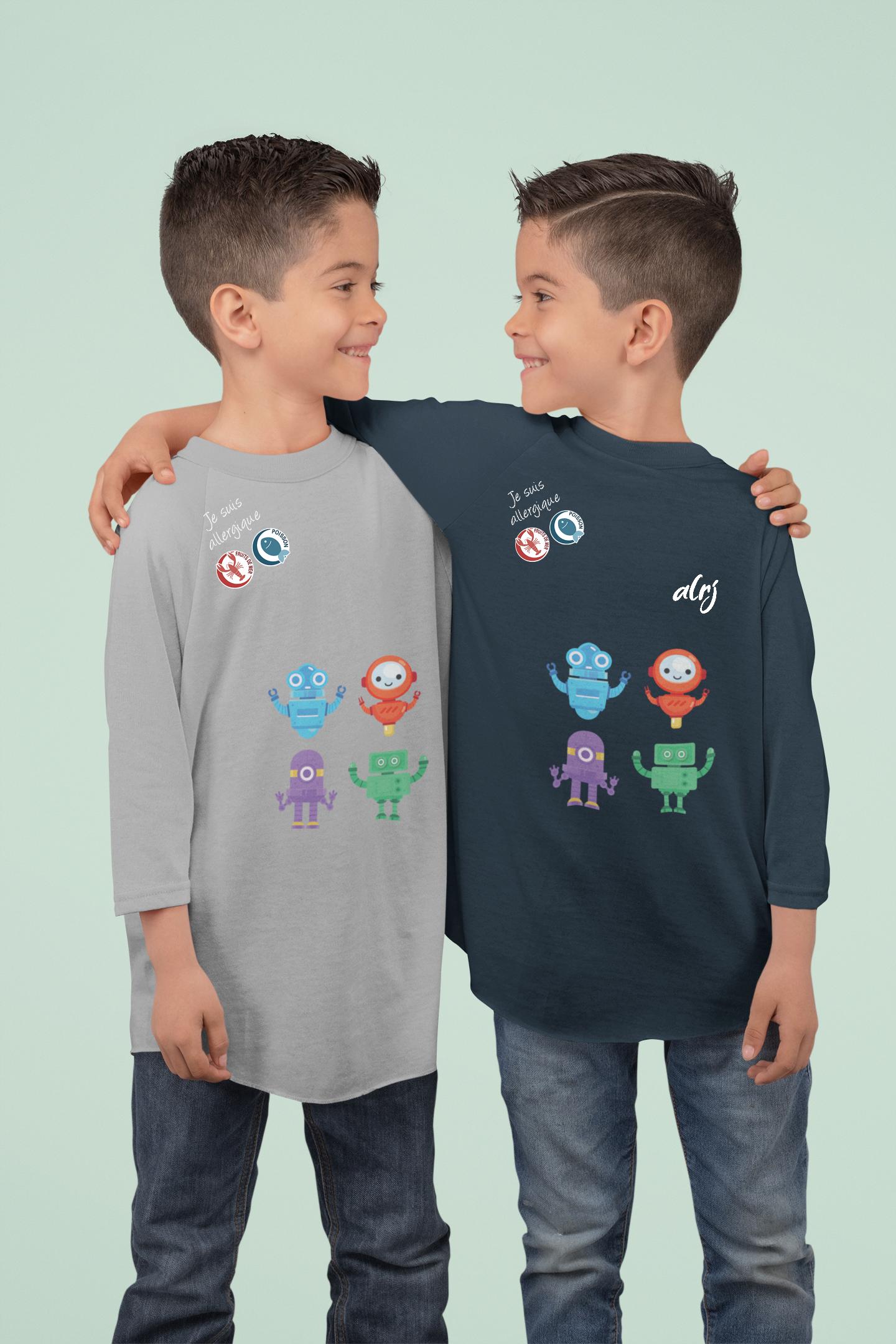 frères jumeaux portant des t-shirts manche longue alrj avec leurs allergies alimentaires